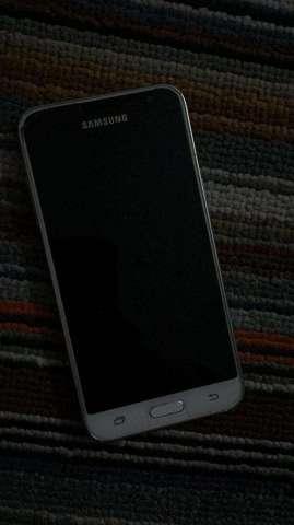 Samsung Galaxy J3 2016 - Usado