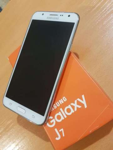 Samsung Galaxy J7 en Caja